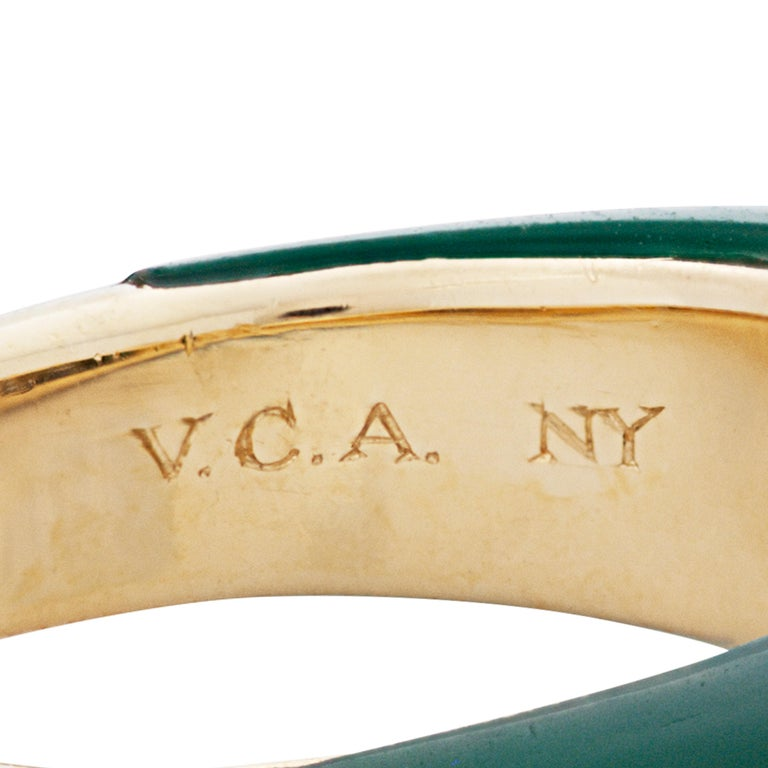 Van Cleef & Arpels 18 Karat Yellow Gold Diamond and Chrysoprase Phillipine Ring In Good Condition For Sale In Philadelphia, PA