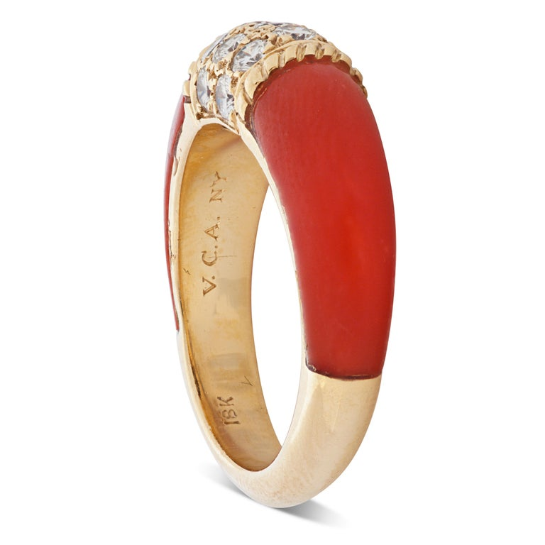 Round Cut Van Cleef & Arpels 18 Karat Yellow Gold Diamond and Coral Phillipine Ring For Sale