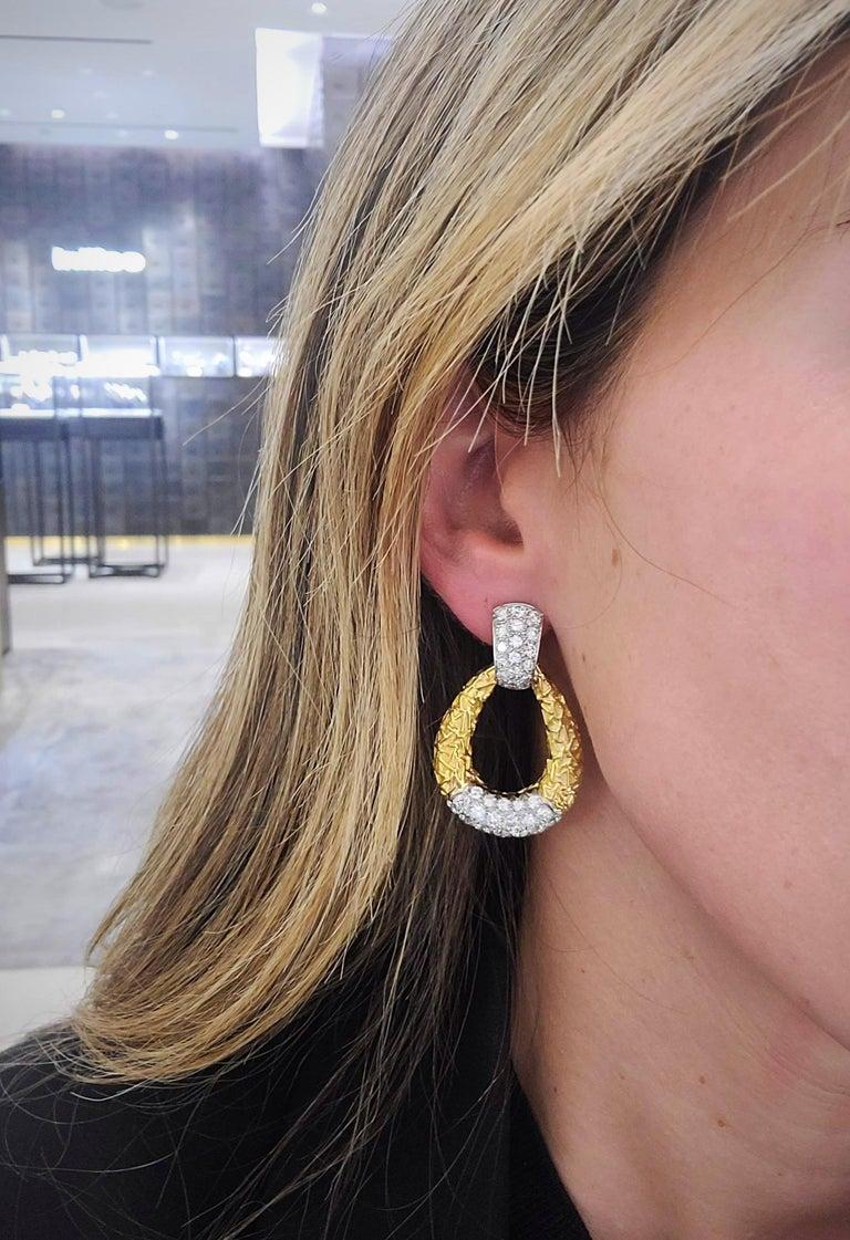 Van Cleef & Arpels 18KT Chevalerie 1970s Doorknocker Earrings 5.50Ct. Diamonds In Excellent Condition For Sale In New York, NY