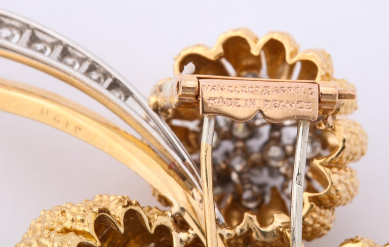 Van Cleef & Arpels 1960s Gold and Diamond Pin and Earclips Set For Sale 5