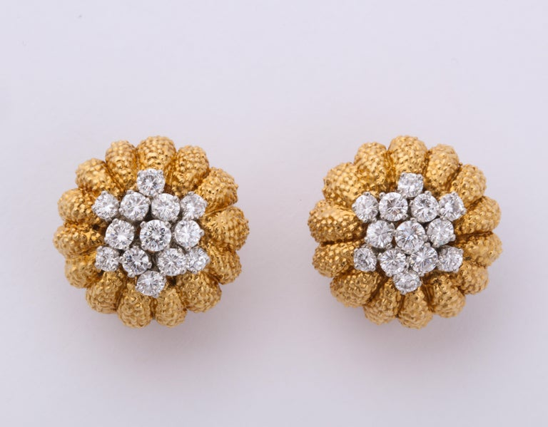 Round Cut Van Cleef & Arpels 1960s Gold and Diamond Pin and Earclips Set For Sale