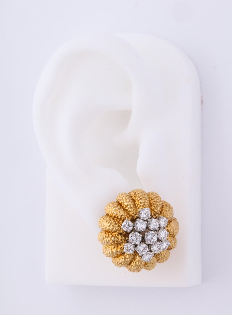 Women's or Men's Van Cleef & Arpels 1960s Gold and Diamond Pin and Earclips Set For Sale