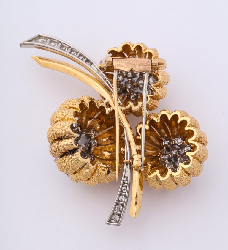 Van Cleef & Arpels 1960s Gold and Diamond Pin and Earclips Set For Sale 4