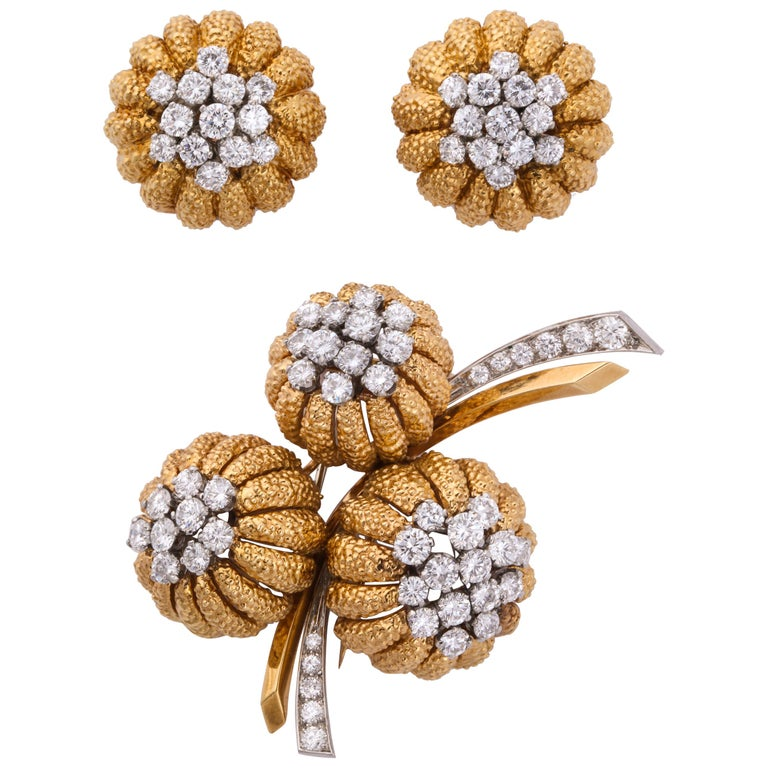 Van Cleef & Arpels 1960s Gold and Diamond Pin and Earclips Set For Sale