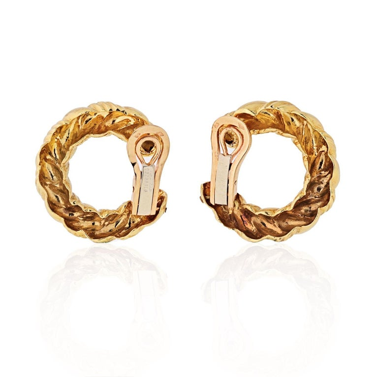 Van Cleef & Arpels 1970s 18 Karat Yellow Gold Twisted Hoop Earrings In Excellent Condition For Sale In New York, NY