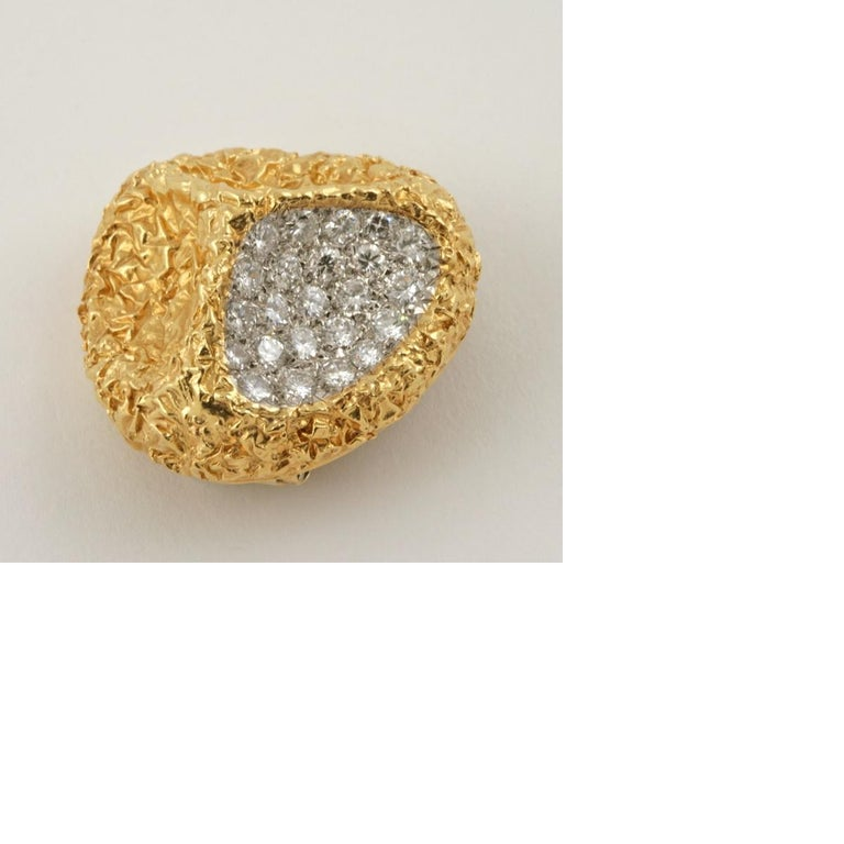 Van Cleef & Arpels 1970s Diamond Gold Modernist Brooch For Sale 3