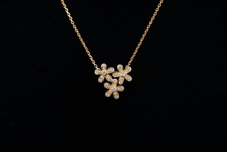 Round Cut Van Cleef & Arpels 3-Flower Pendant Necklace