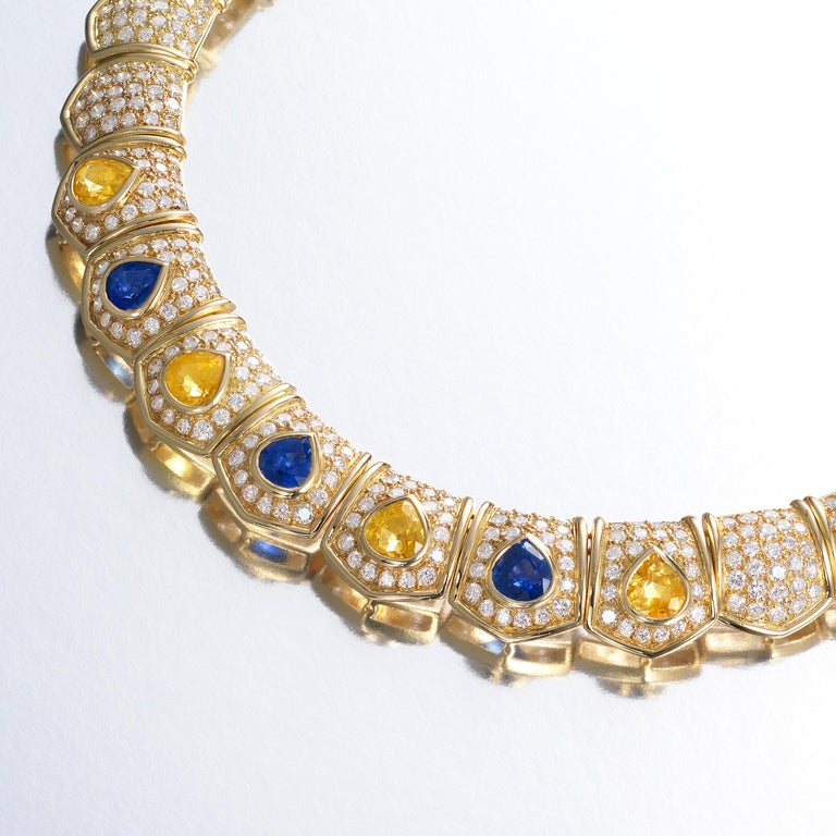 Brilliant Cut Van Cleef & Arpels 30cts Diamond Sapphire Necklace in 18 Karat Gold For Sale