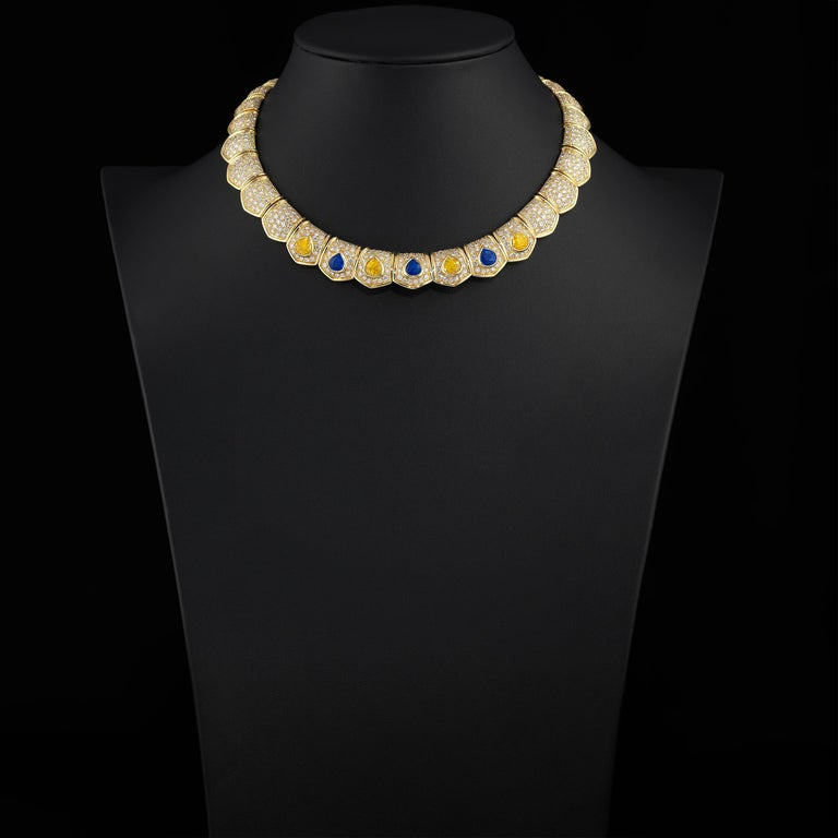Van Cleef & Arpels 30cts Diamond Sapphire Necklace in 18 Karat Gold In Excellent Condition For Sale In Dallas, TX