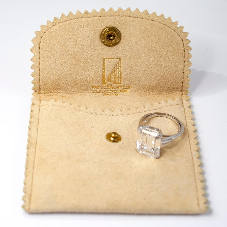 Van Cleef & Arpels 8.94 Carat E VVS1 Emerald Cut Diamond Ring In Excellent Condition For Sale In New York, NY