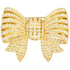 Van Cleef & Arpels 9.65 Carat of Diamonds 18 Karat Yellow Gold Bow Brooch