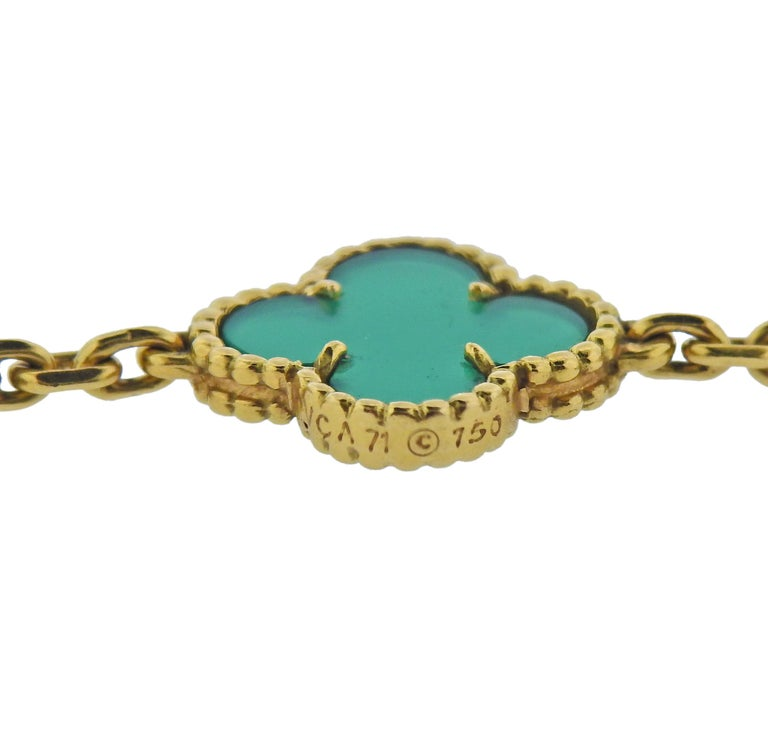 Van Cleef & Arpels Alhambra Chrysoprase 20 Motif Necklace In Excellent Condition For Sale In Boca Raton, FL