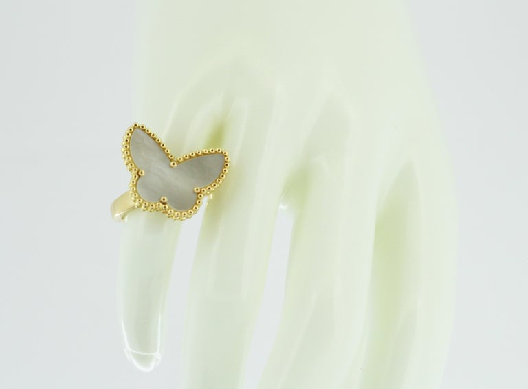 Van Cleef & Arpels Mother of Pearl Butterfly 18 Karat Gold Ring In Good Condition For Sale In Braintree, GB