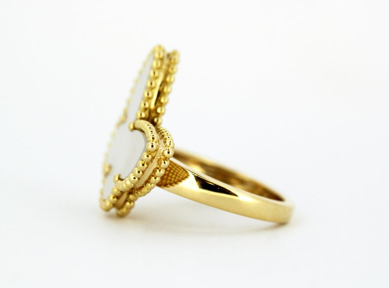 Van Cleef & Arpels Mother of Pearl Butterfly 18 Karat Gold Ring For Sale 1