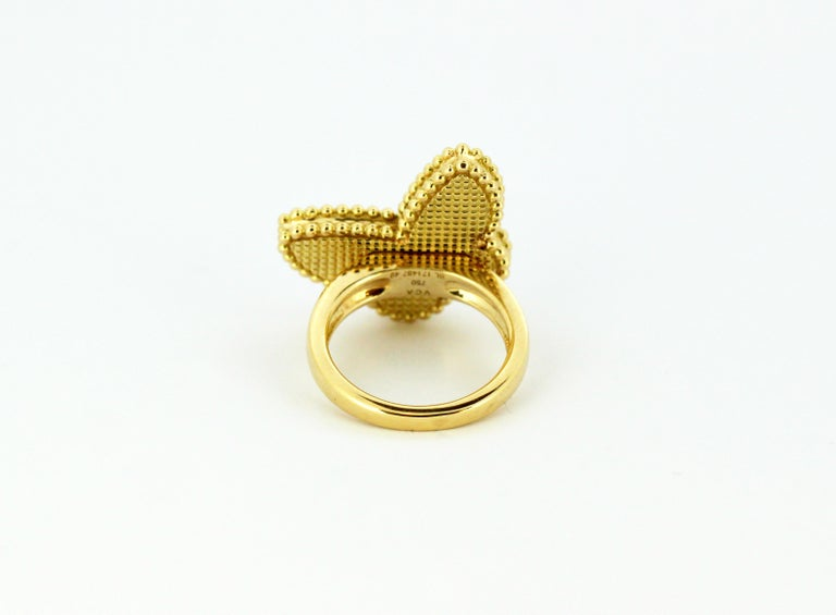 Van Cleef & Arpels Mother of Pearl Butterfly 18 Karat Gold Ring For Sale 2