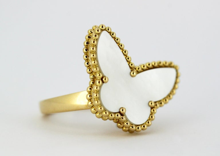 Van Cleef & Arpels Mother of Pearl Butterfly 18 Karat Gold Ring For Sale 4