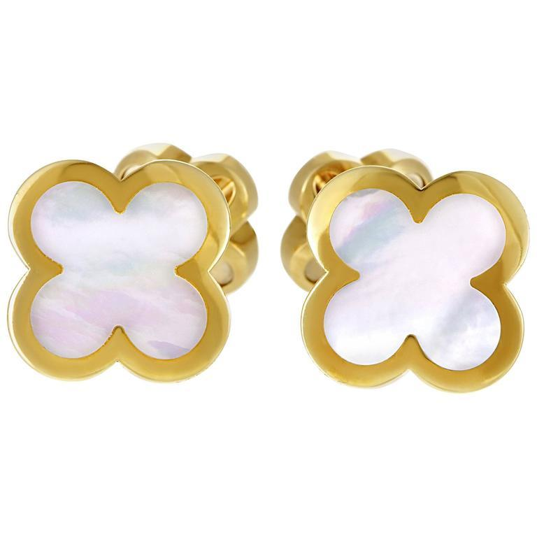Van Cleef & Arpels Alhambra Mother of Pearl Yellow Gold Cufflinks For Sale 3