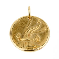 Van Cleef & Arpels Aquarius Gold Pendant