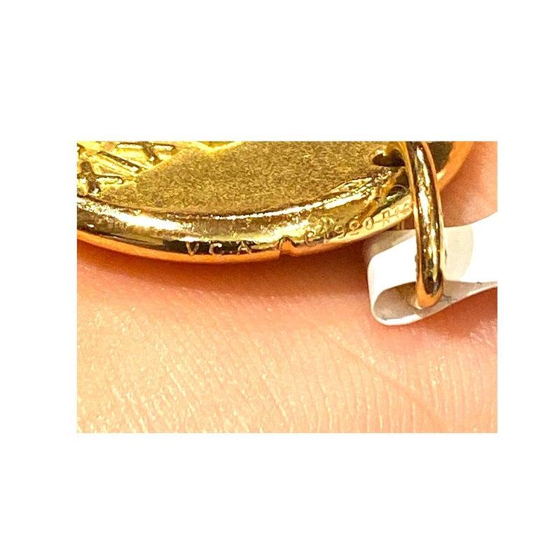 Van Cleef & Arpels Aquarius Zodiac Pendant Charm in Yellow Gold For Sale 1