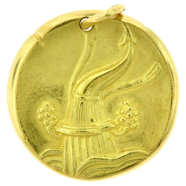 Van Cleef & Arpels Aquarius Zodiac Pendant Charm in Yellow Gold For Sale