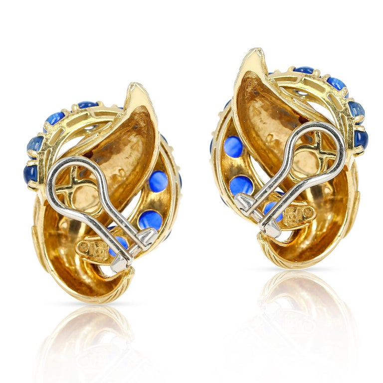 A pair of Van Cleef & Arpels Blue Sapphire Cabochon 18K Textured Gold Earrings. The sapphires are ranging from small to big sizes along the earrings. The length of the earrings are 3CM and the width is 2CM. Total Weight: 24.58 grams.