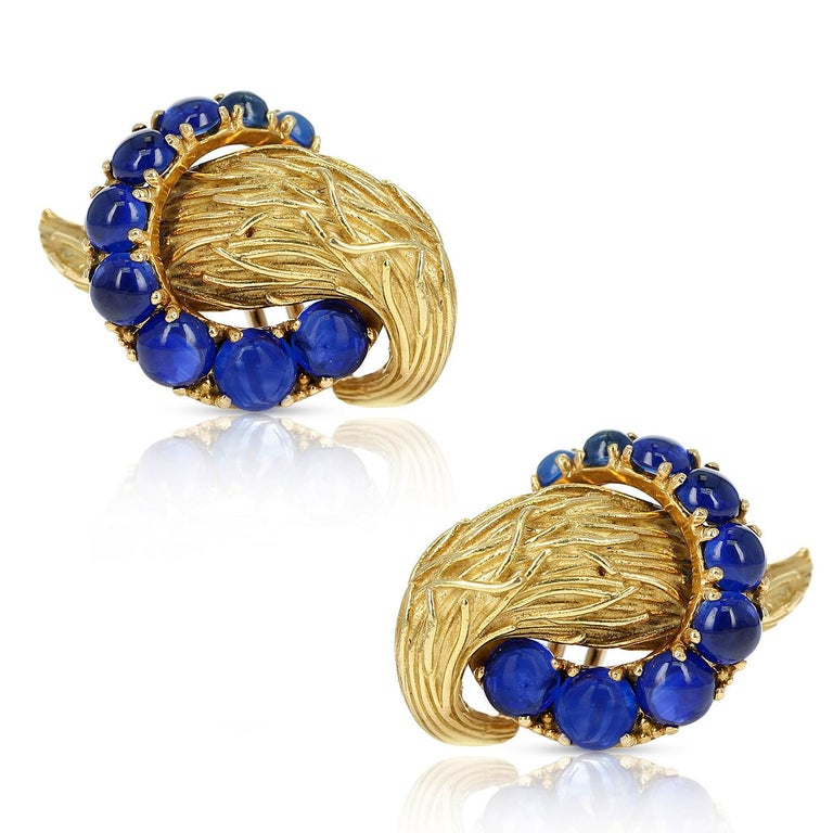 Women's or Men's Van Cleef & Arpels Blue Sapphire Cabochon 18k Textured Gold Earrings For Sale