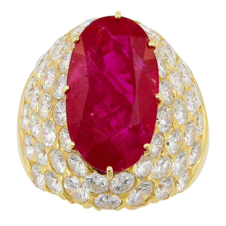 Van Cleef & Arpels Burma No-Heat Ruby Diamond Ring In Good Condition For Sale In New York, NY