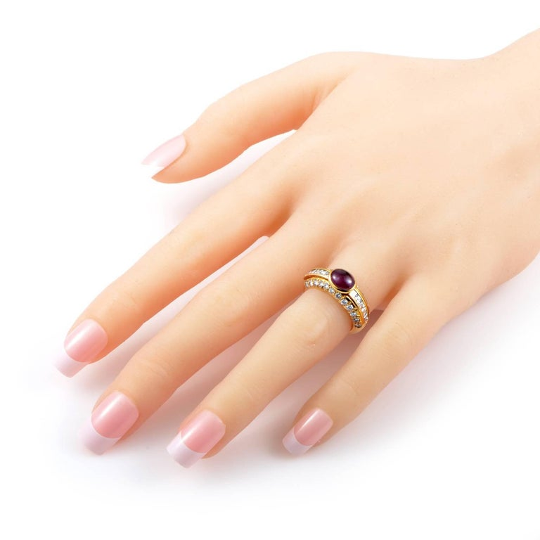 Van Cleef & Arpels Cabochon 2.00 Carat Ruby 1.25 Carat Diamond 18K Gold Ring In Excellent Condition For Sale In Southhampton, PA