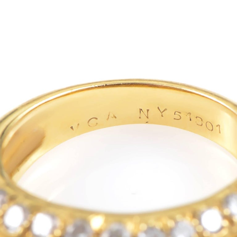 Women's Van Cleef & Arpels Cabochon 2.00 Carat Ruby 1.25 Carat Diamond 18K Gold Ring For Sale