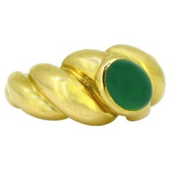 Van Cleef & Arpels Cabochon Chrysoprase Ring, 18 Karat Yellow Gold, France
