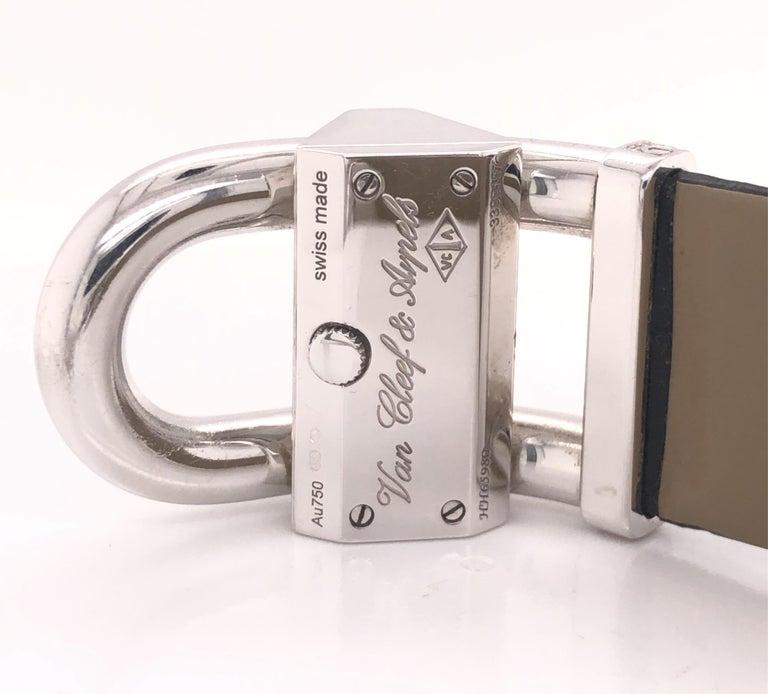 Round Cut Van Cleef & Arpels Cadenas Watch Diamond & Mother of Pearl 18k For Sale