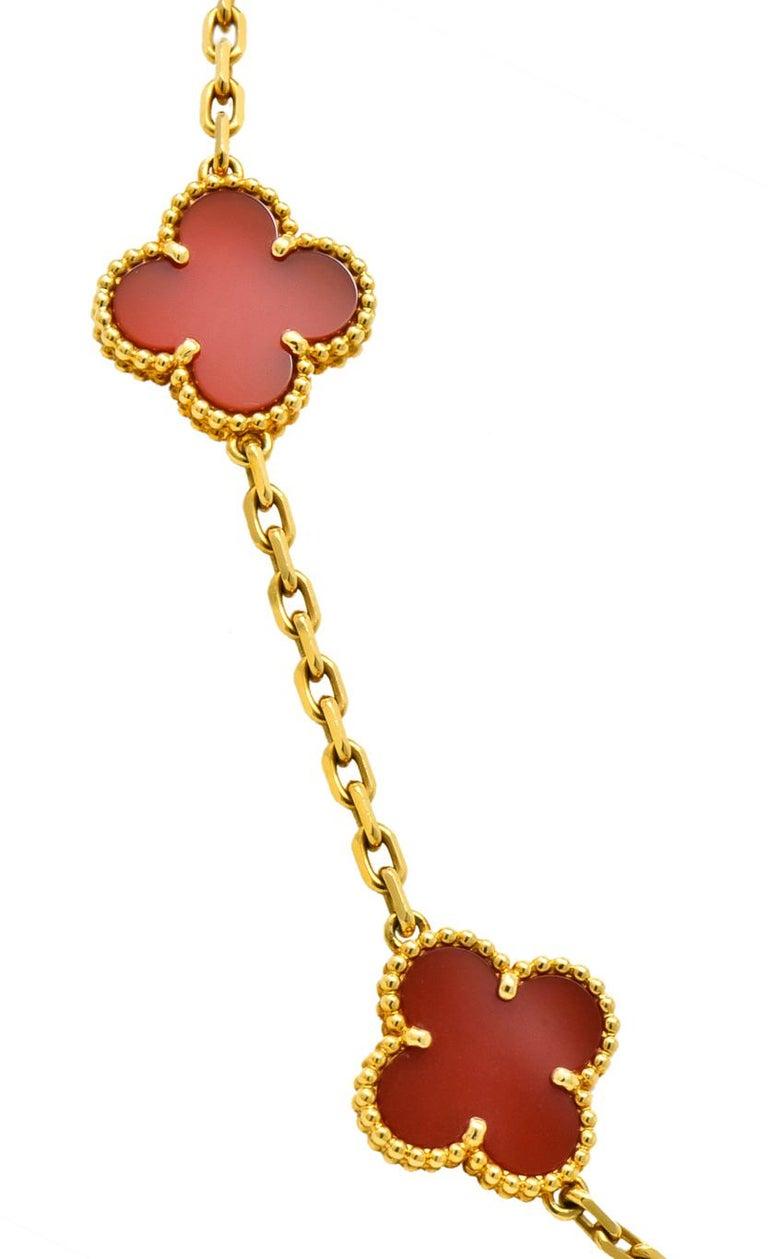 Women's or Men's Van Cleef & Arpels Carnelian 18 Karat Yellow Gold Vintage Alhambra Necklace
