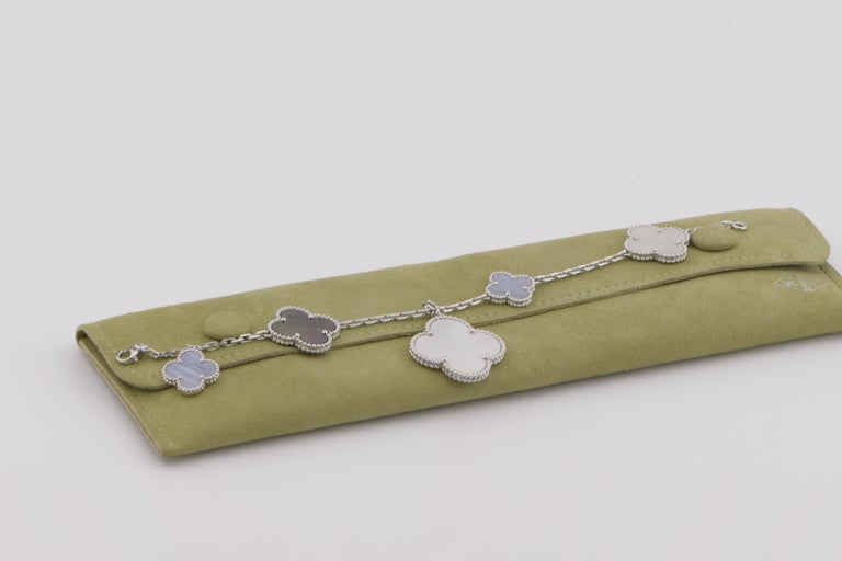 Women's or Men's Van Cleef & Arpels Chalcedony Mother-of-pearl Magic Alhambra Bracelet