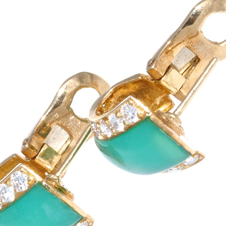 Van Cleef & Arpels Chrysophrase Diamond 18 Karat Gold Earrings In Good Condition For Sale In Beverly Hills, CA