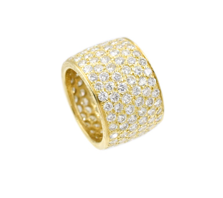 Round Cut Van Cleef & Arpels Classic Wide Diamond Gold Band For Sale