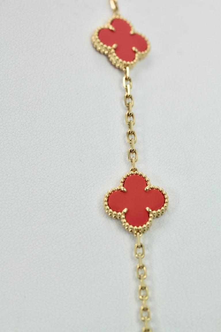 Van Cleef & Arpels Coral Alhambra 20 Motif Necklace 18 Karat Yellow Gold For Sale 7
