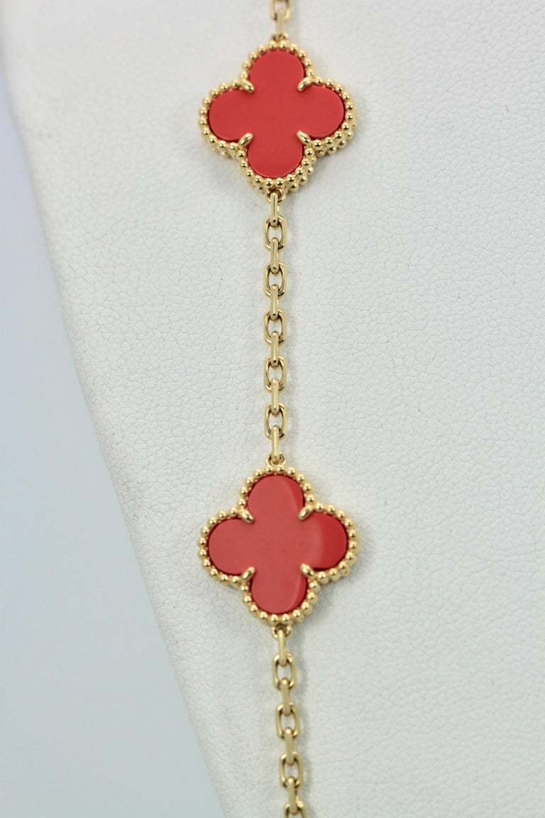 Van Cleef & Arpels Coral Alhambra 20 Motif Necklace 18 Karat Yellow Gold In Good Condition For Sale In North Hollywood, CA