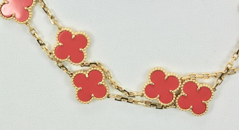 Women's or Men's Van Cleef & Arpels Coral Alhambra 20 Motif Necklace 18 Karat Yellow Gold For Sale