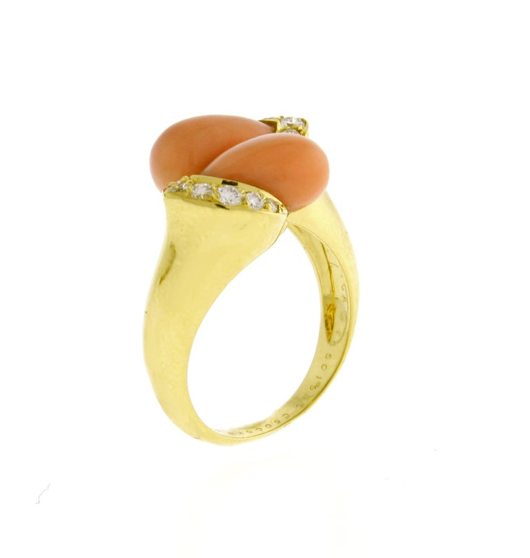 Van Cleef & Arpels Coral and Diamond Ring In Excellent Condition For Sale In Bethesda, MD