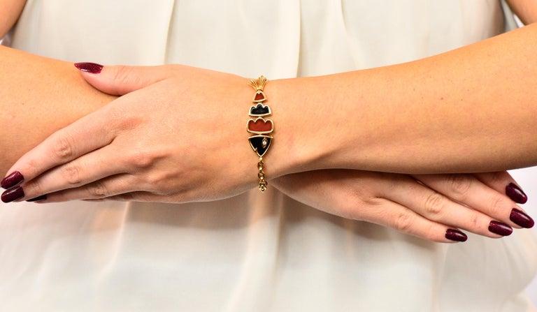 Van Cleef & Arpels Coral Black Onyx 18 Karat Gold Articulated Fish Bracelet For Sale 8