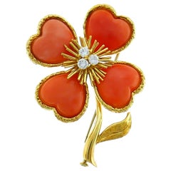 Van Cleef & Arpels Coral Clover Clip Pin Brooch in Gold and Dimond, 1950s