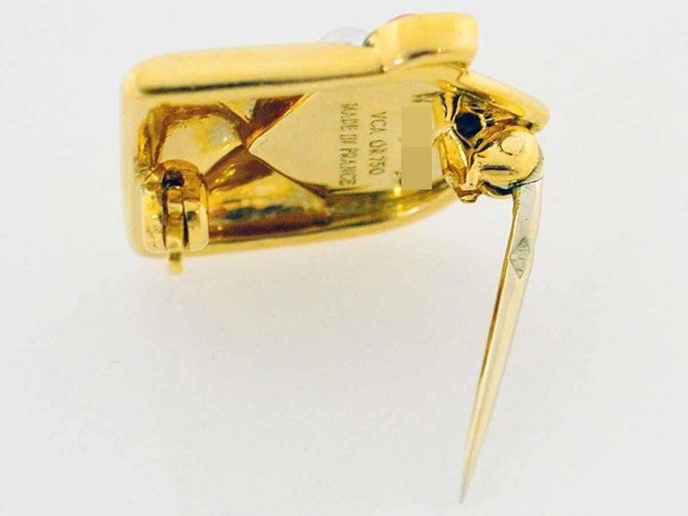 Van Cleef & Arpels Coral Pearl Brooch 18 Karat Yellow Gold In Good Condition For Sale In Tokyo, JP