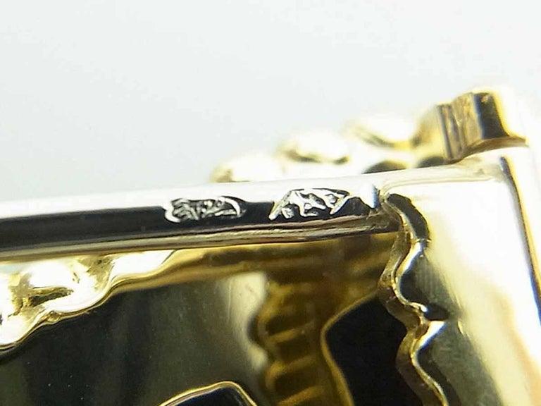 Women's or Men's Van Cleef & Arpels Coral Pearl Brooch 18 Karat Yellow Gold For Sale