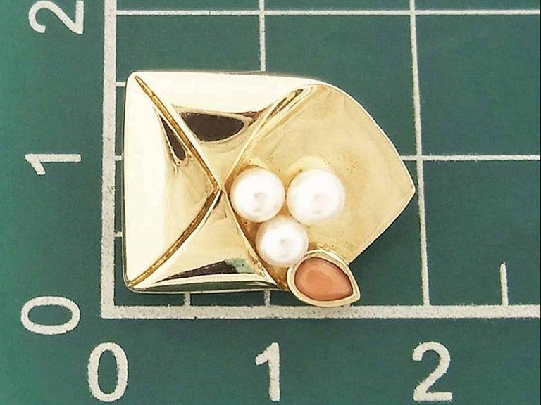Van Cleef & Arpels Coral Pearl Brooch 18 Karat Yellow Gold For Sale 4