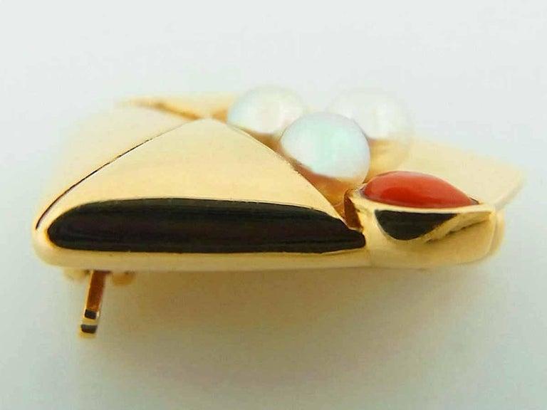 Van Cleef & Arpels Coral Pearl Brooch 18 Karat Yellow Gold For Sale 5