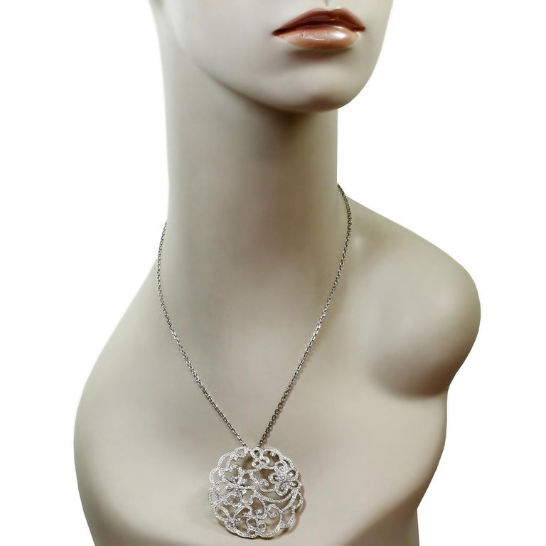 Van Cleef & Arpels Dentelle Diamond White Gold Neckalce In Excellent Condition For Sale In New York, NY
