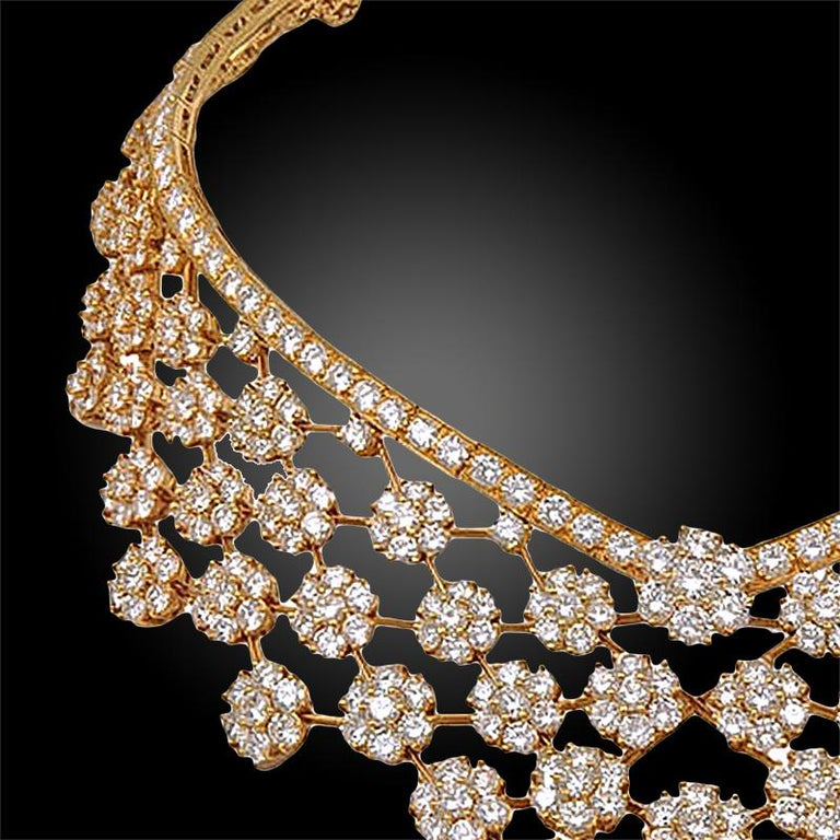 The Snowflake collection by Van Cleef & Arpels is inspired by gently falling flakes of snow, an inspiration of the jewelry house since the 1940s.  This magnificent necklace part of the collection is crafted in 18k yellow gold, set with a myriad of