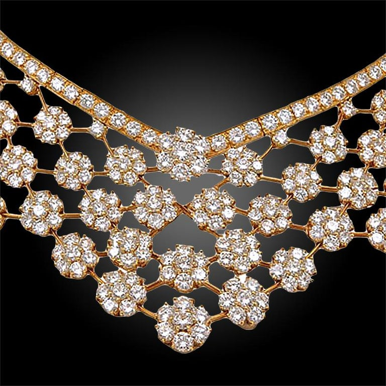 Van Cleef & Arpels Diamond 75 Carat Snowflakes Necklace In Good Condition For Sale In New York, NY