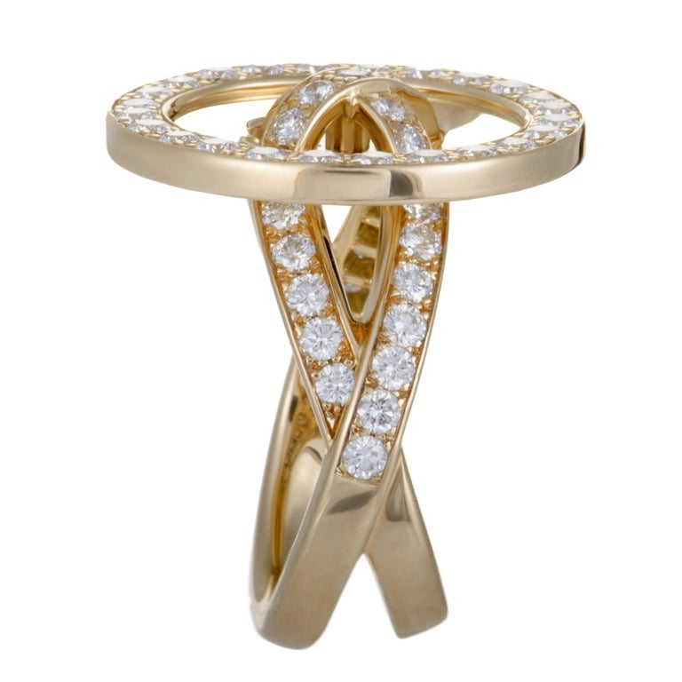Round Cut Van Cleef & Arpels Diamond and 18 Karat Yellow Gold Button Ring For Sale