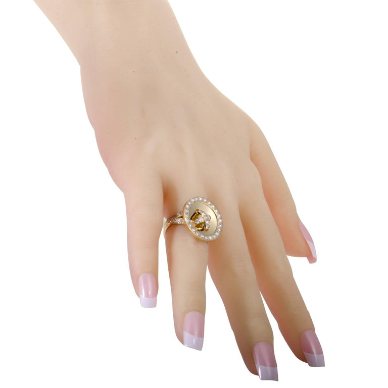 Van Cleef & Arpels Diamond and 18 Karat Yellow Gold Button Ring In Excellent Condition For Sale In Southampton, PA